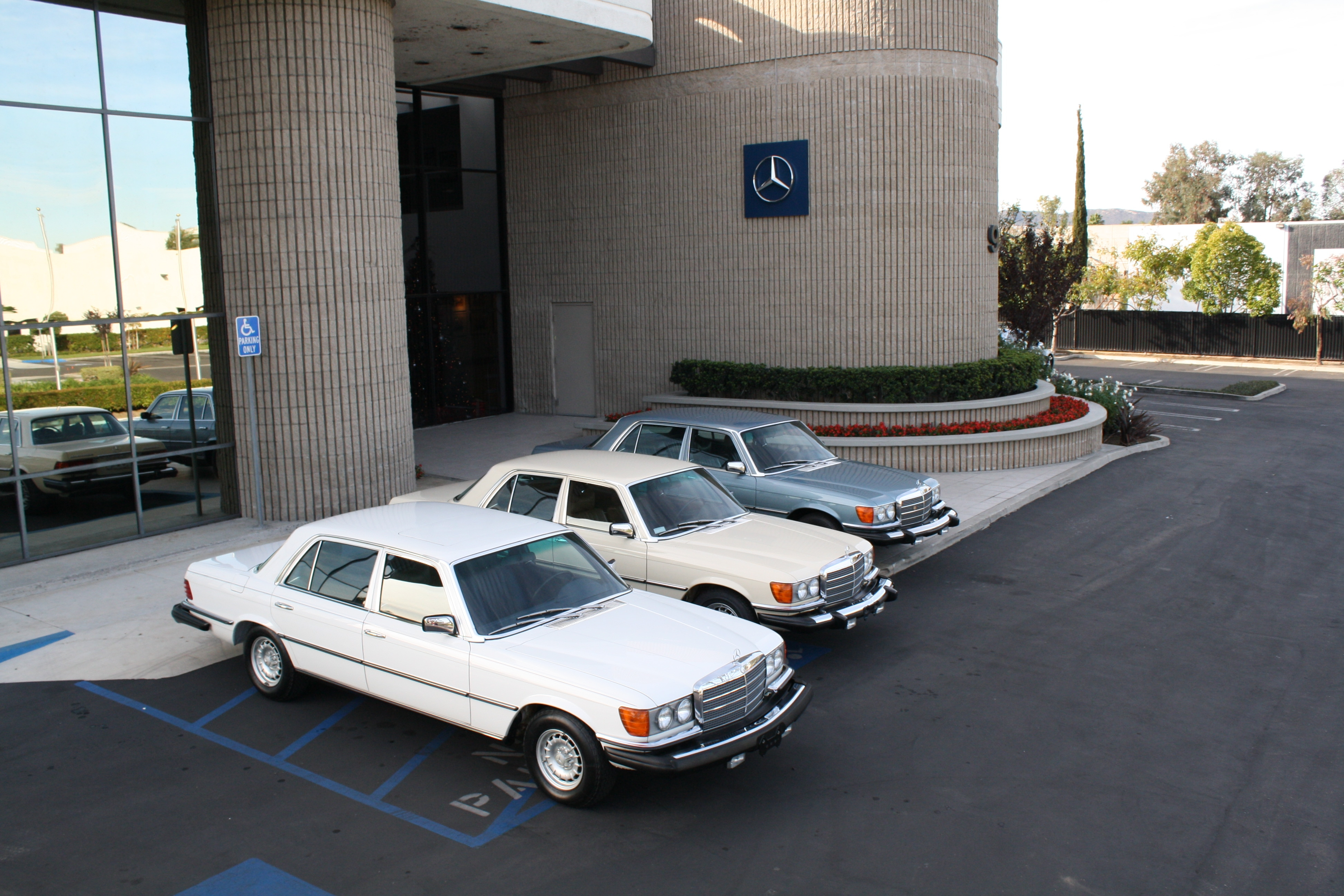 Cool car places mercedes benz classic center irvine ca for Mercedes benz of irvine