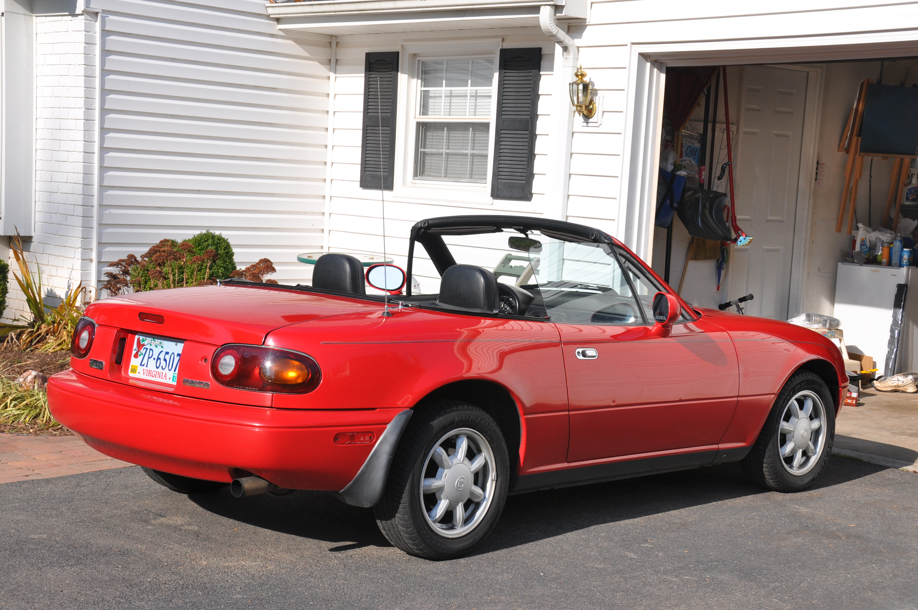 garage corner helping the 1993 mazda mx 5 miata breathe totally that stupid. Black Bedroom Furniture Sets. Home Design Ideas