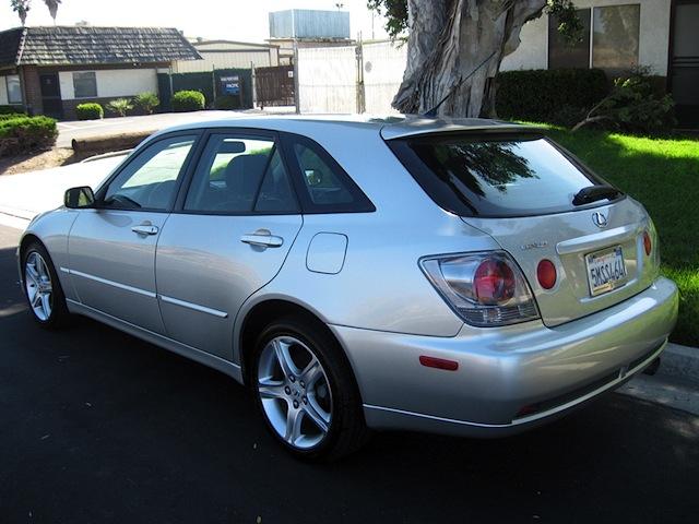 2005_Lexus_IS300_Wagon_b