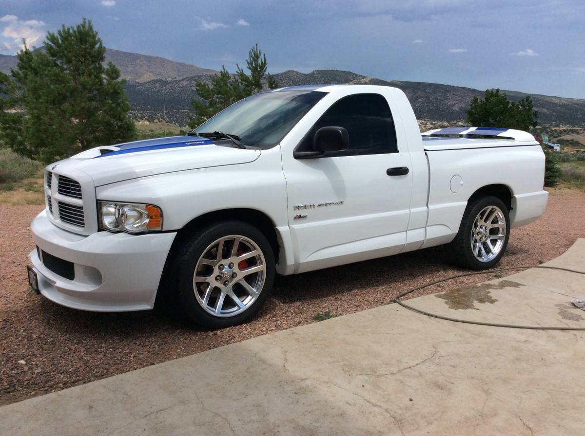2005 SRT10 - 2